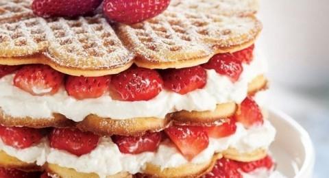 Çilekli Waffle Pasta Tarifi