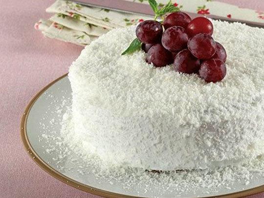 Hindistan Cevizli Üzümlü Pasta Tarifi