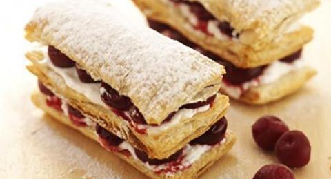 Vişneli Milföy Pasta Tarifi
