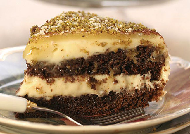 Şeftalili ve Cevizli Pasta Tarifi